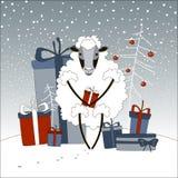 Schafe mit den Geschenken des neuen Jahres Lizenzfreie Stockfotos