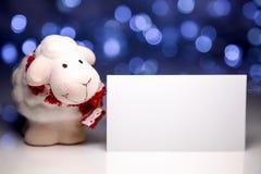 Schafe mit leerer Karte Stockfotografie