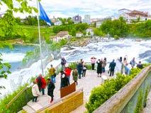 Schaffhausen Schweiz - Maj 01, 2017: Störst vattenfall i Europa vid floden Rhein i Schweiz Arkivbilder