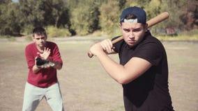 Schagmann vor Fänger während des Baseball-Spiels stock footage