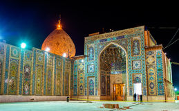Schah Cheragh, en begravnings- monument och moské i Shiraz - Iran Royaltyfria Foton
