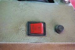 Schakelaar aan-uit- van machines om metaal te snijden stock foto's