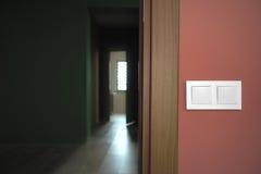 Schakelaar naast de deuropening Royalty-vrije Stock Foto's