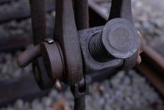Schakelaar tussen treinwagens stock foto
