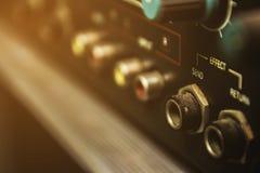 Schakelaars op de audiomixer royalty-vrije stock foto's