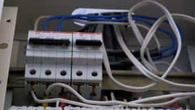Schakelende Elektrische Brekerdoos stock footage