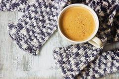 Schal und Kaffee Stockbild
