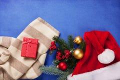 Schal- und Weihnachtsgeschenke Stockbild