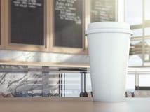 Schale auf Cafétabelle Stockbild