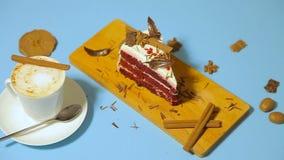 Schale coffe mit Kuchen stock footage