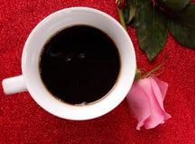 Schale coffe und stieg Lizenzfreie Stockfotografie