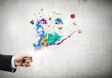 Schale in der Hand Lizenzfreies Stockbild
