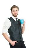 Schale in der Hand Manngetränktee oder -kaffee Stockbilder