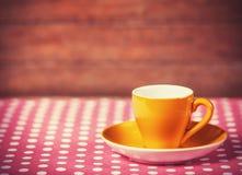 Schale eines coffe auf Tupfenabdeckung Lizenzfreies Stockfoto