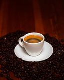 Schale Espresso u. Bohnen Stockbilder