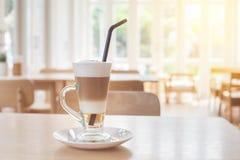 Schale heißer Latte-Schicht-Kaffee lizenzfreie stockbilder