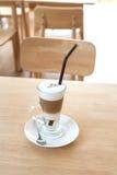 Schale heißer Latte-Schicht-Kaffee lizenzfreie stockfotografie