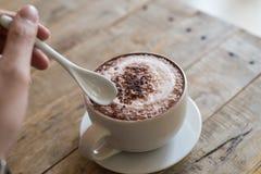 Schale heißes cofee mit Löffel Stockfotografie