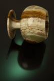 Schale hergestellt vom Onyxgrün auf einem schwarzen Hintergrund mit grünem backligh Lizenzfreie Stockfotos