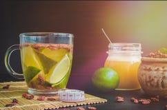 Schale köstlicher diätetischer Goji-Beerentee Lizenzfreies Stockfoto
