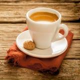 Schale köstlicher frisch gebrauter Espressokaffee Stockfotos