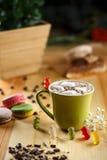 Schale Kakao mit Eibisch Stockbild