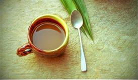 Schale Kunst Latte oder Cappuccinokaffee mit Retro- Filtereffekt Stockfotos