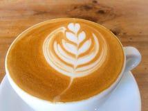 Schale Latte- oder Cappuccinokaffee Lizenzfreies Stockfoto