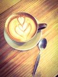 Schale Latte- oder Cappuccinokaffee Lizenzfreie Stockfotos