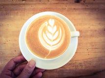 Schale Latte- oder Cappuccinokaffee Lizenzfreie Stockfotografie