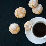 Schale starke Kaffee- und amarettiplätzchen Lizenzfreies Stockbild
