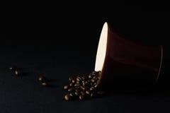 Schale und Kaffeebohnen Lizenzfreie Stockbilder