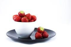 Schale voll Erdbeeren Stockfoto
