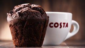Schale von Costa Coffee-Kaffee und -muffin Lizenzfreies Stockbild