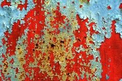 Schalen-Lack auf rostigem Metall Stockfoto