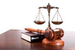 Schalen van Rechtvaardigheid in de Rechtszaal Stock Fotografie
