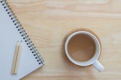 Schalenkaffee für Arbeit Stockbild