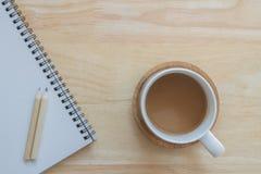 Schalenkaffee für Arbeit Stockbilder