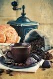 Schalenkaffee mit Korn Stockfoto