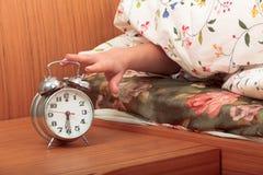 Schalten Sie eine Alarmuhr ab Stockfotografie