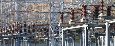 Schalter und Geräte in einem Großkraftwerk Lizenzfreies Stockfoto