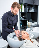 Schampo för hår, skönhetsalong, hårwash royaltyfria foton
