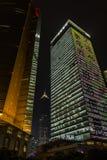 Schang-Hai - grattacieli alla notte fotografie stock libere da diritti