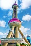 SCHANG-HAI 24 MAGGIO 2015 Torre orientale della perla sul backgro del cielo blu Fotografia Stock