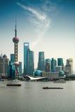 Schang-Hai Pudong contro un cielo blu Fotografia Stock Libera da Diritti