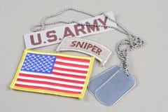 Scharfschützevorsprung der AMERIKANISCHEN ARMEE mit Erkennungsmarke- und Flaggenflecken Stockbilder