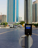 Scharjah, Vereinigte Arabische Emirate - 22. April 2014: Der Knopf auf dem Fußgängerübergang auf dem Hintergrund Stockbilder