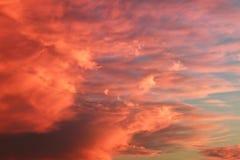Scharlachrot Himmel- Stockbild