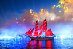 Scharlakansrött seglar beröm i St Petersburg Royaltyfri Foto