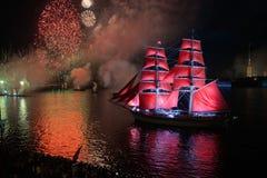 Scharlakansrött seglar festival Arkivbild
